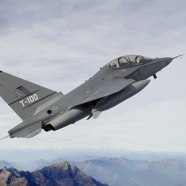 T-X Twist: Leonardo Confirms T-100 Trainer Bid
